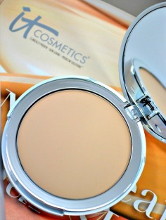 It-Cosmetics-Your-Skin-But-Better-CC-Airbrush-Perfecting-Powder