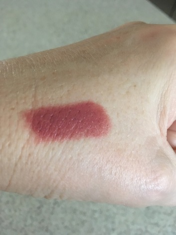 essence-longlasting-lipstick-in-barely-there-1-28-17-swatch